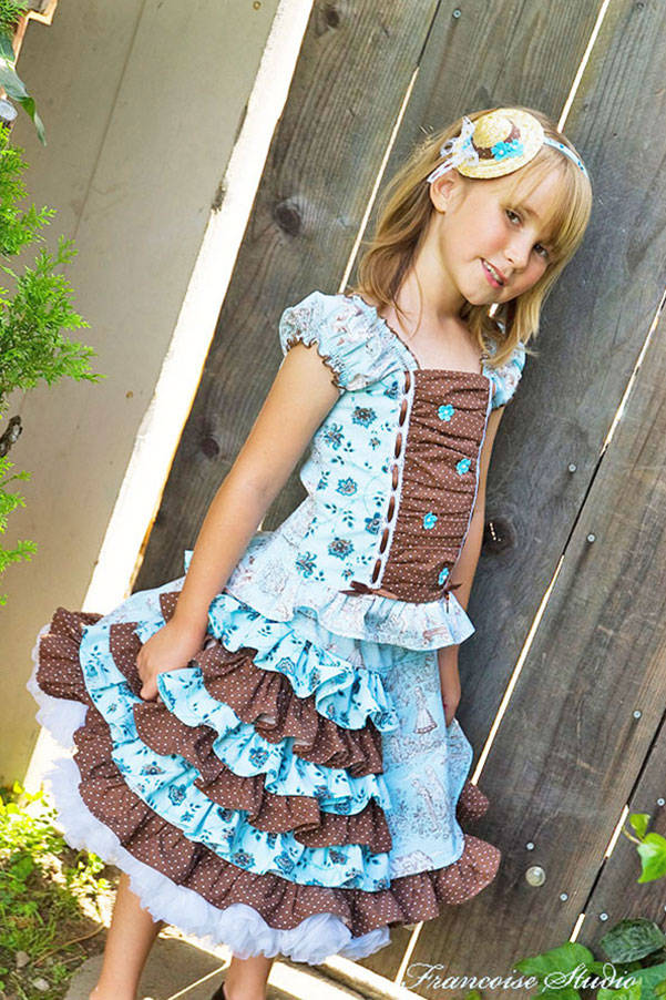 Girl's Easter pageant outfit composed of a floral halter top and a ruffled skirt Chocolate Blue Size 6